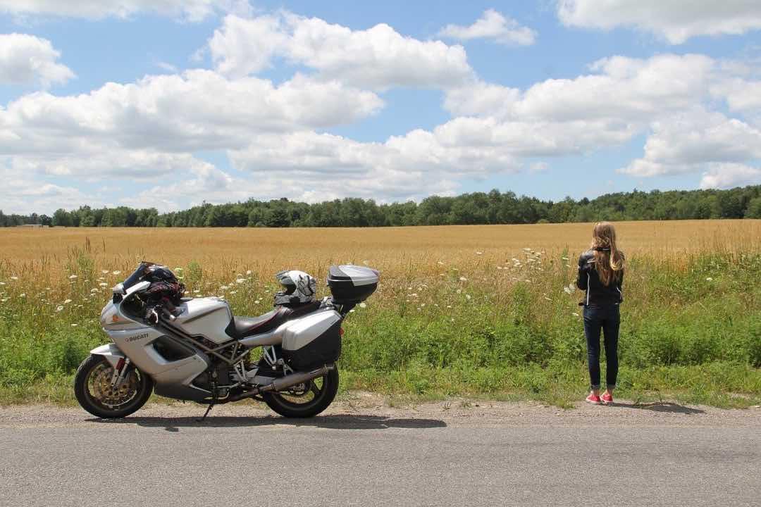 バイク女子必見!つぶれてしまう髪型の4つの解決方法 23